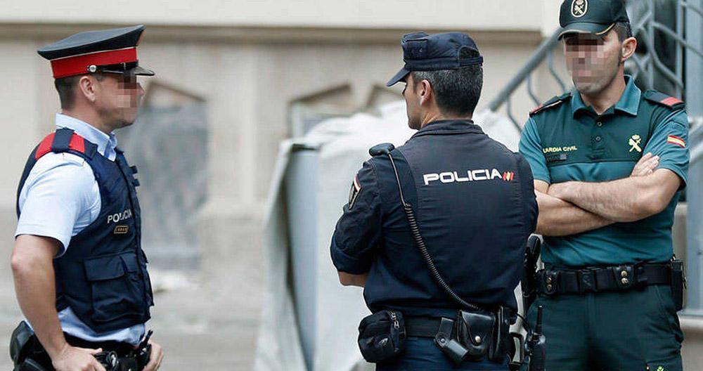 Un mosso, un policía nacional y un guardia civil. El mismo trabajo, pero todavía distintas retribuciones.